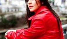 Un manteau rouge pour sortir du décor