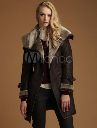 Manteau chaud femme, et vous allez être au top tout l'hiver Il est important de bien choisir son manteau femme chaud, puisqu'il sera la pièce maîtresse de votre garde-robe cette hiver. En plus d'être pratique et confortable, c'est l'atout style et tendance d'une tenue, qu'il ne faudra pas négliger.